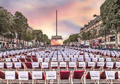 电影业是香街上一个老行业之一,这里曾经有巴黎最著名的电影院。如今香街仍在推陈出新,露天电影节、美法独立电影院节、原版电影仍然吸引着大量观众。