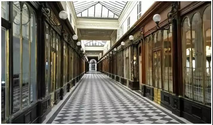 拱廊街的封顶为什么是双重玻璃呢?典型的拱廊街有怎样的特征?