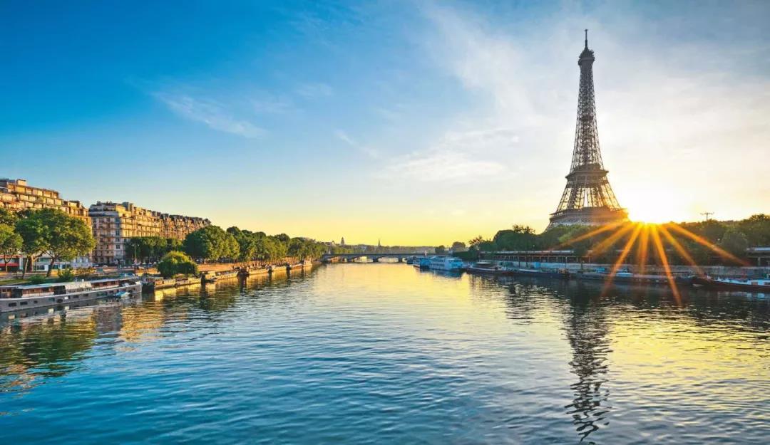 塞纳河是巴黎的母亲河,巴黎城市文明的发展与这条河息息相关。