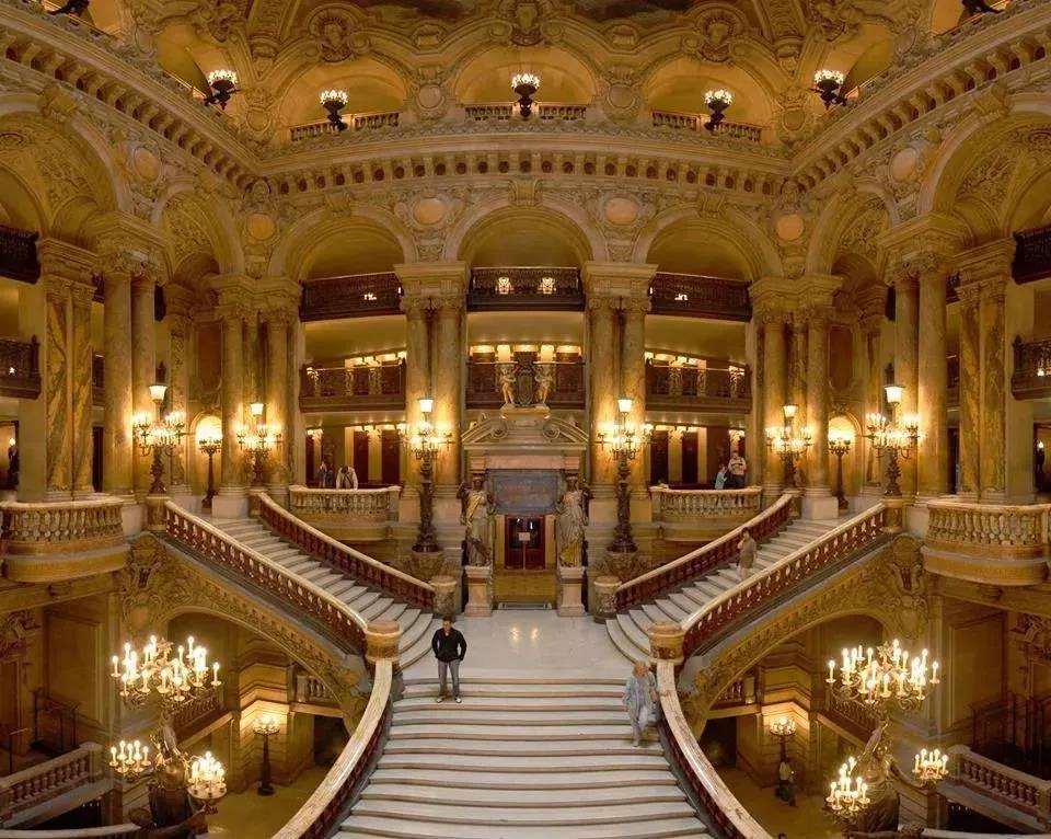 歌剧院的大堂