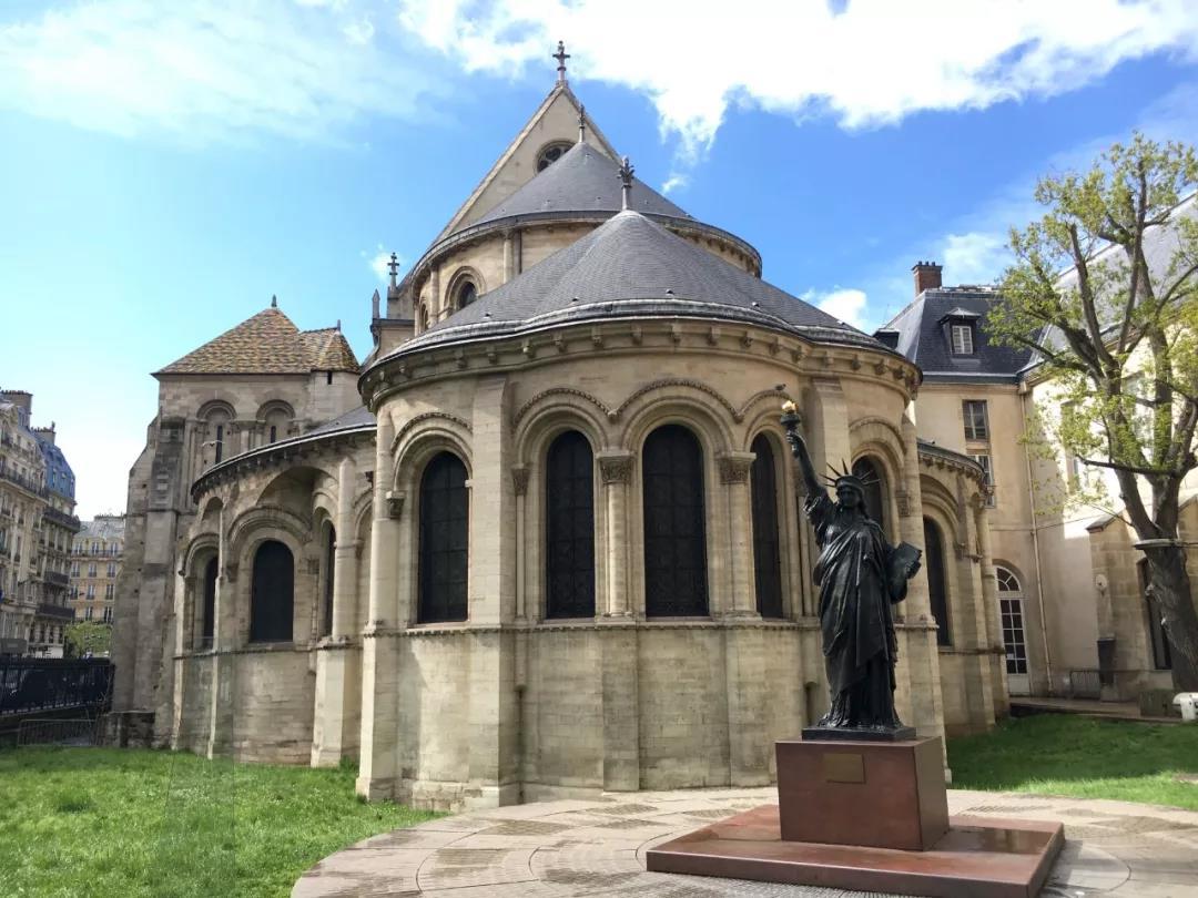 我们一提到法国,就会想到浪漫,文艺,但其实法国人也非常有科学头脑!法国除了拥有众多著名的哲学家、画家、诗人,还有许多的科学家!