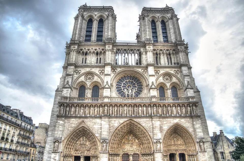 法国自称为天主教的长女!