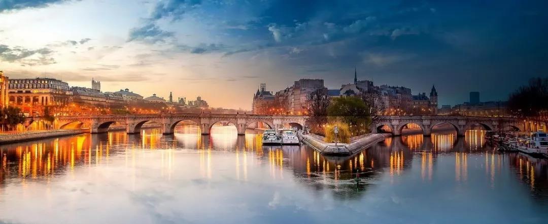 现在塞纳河从圣路易岛顶端的苏利桥到埃菲尔铁塔前面的耶纳桥的桥和水路及河岸被列入申遗名单。