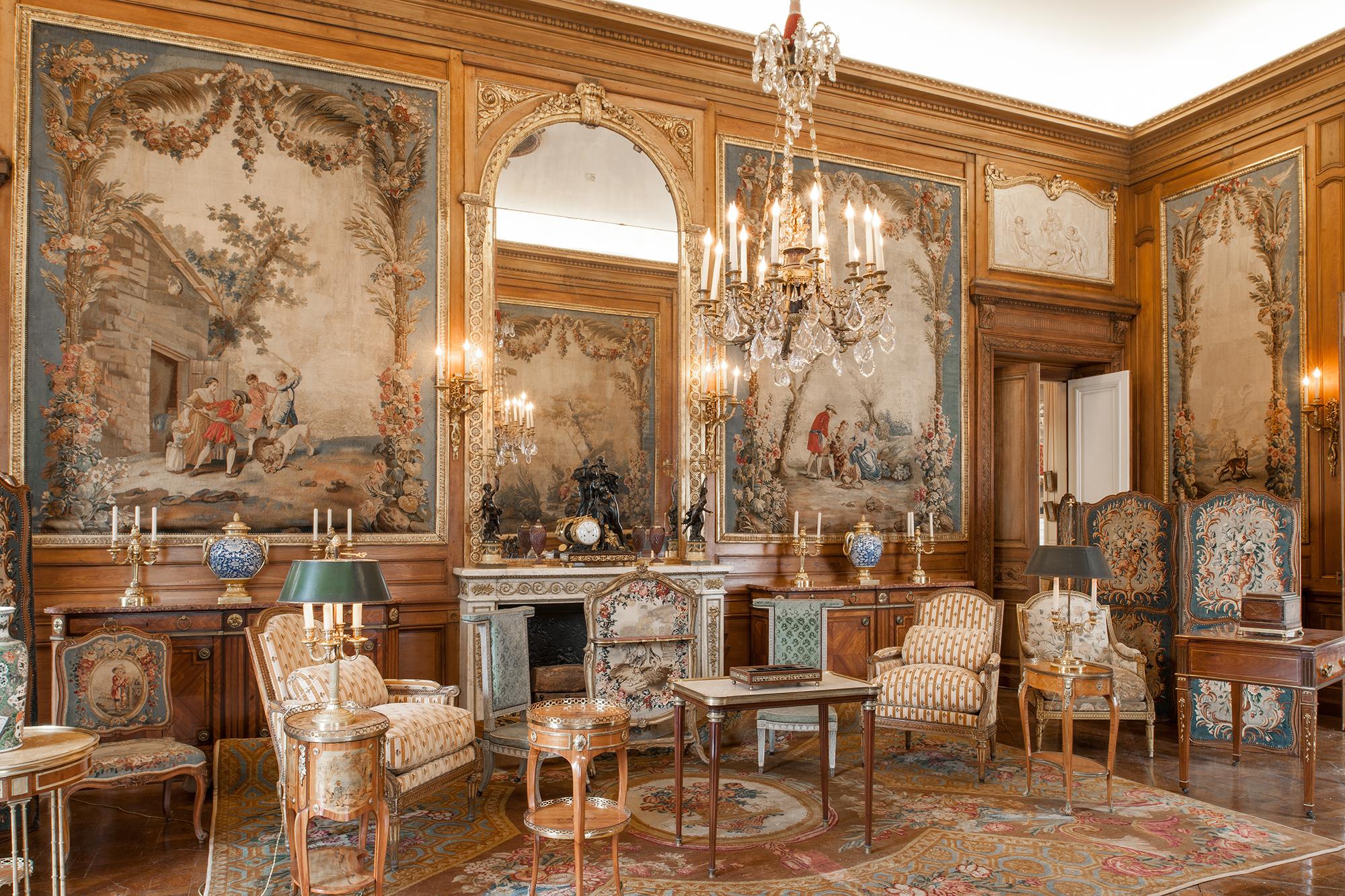 巴黎周围有130多家博物馆和名人故居,但是没有一个像尼西姆·德·卡蒙多博物馆这样,近一个世纪以来最完整忠实地保留着原主人的生活环境。