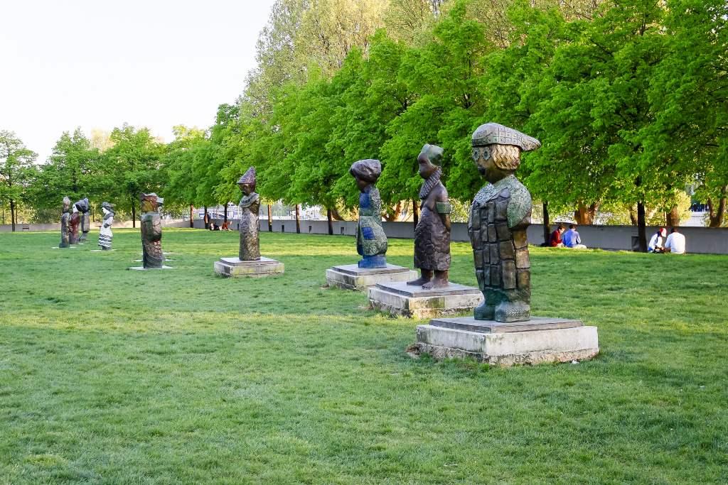 整个贝西区分为3个境界:静区以公园静态水体为主,以Bercy Village为过度休闲区,再以商业街带入动态活跃景象。