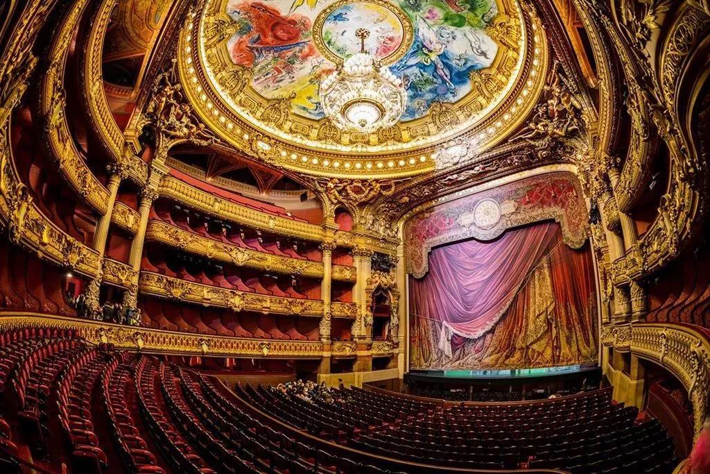 歌剧院的表演大厅