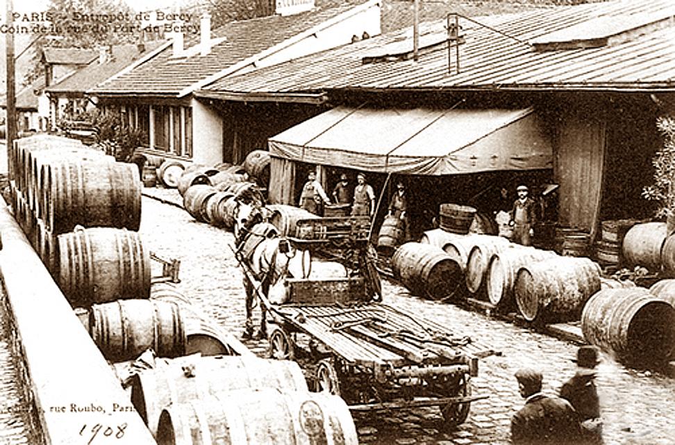 到20世纪由于税收和铁路发展等原因,葡萄酒贸易逐渐停止,旧的葡萄酒仓库也慢慢废弃。