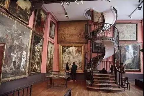 进入第一层的房间后,彷佛真的置身在19世纪那一个黄金的年华,走进艺术家的生活点滴与感知。