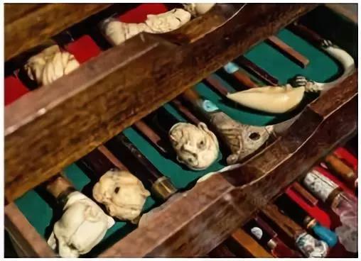 巴黎独一无二的拐杖店让你脑洞大开,店主收藏有五湖四海的稀奇拐杖,可以找到难得一见的古老极品。