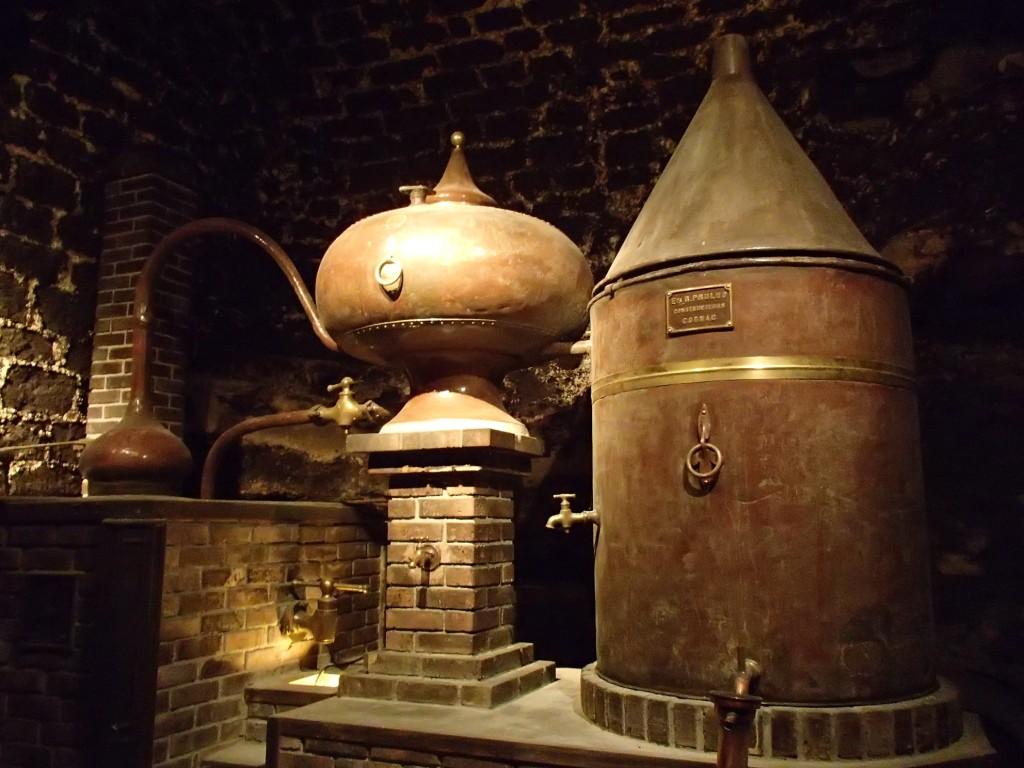 从田间地头,到杯中琼浆,全方位追本溯源的葡萄酒文化之旅定会拉近我们和葡萄酒之间的联系,感受到嗅觉味觉之后蕴藏的巨大文化体量。
