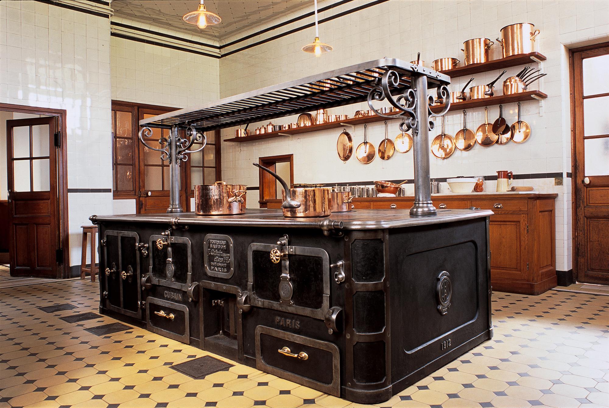 这里是主人曾经规划博物馆的地方。趁着主人不在,我们赶快瞥一眼他的厨房吧!