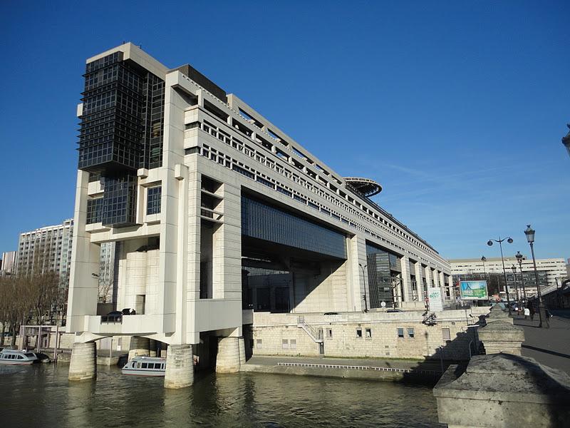 1979年7月,16个设计团队递交了他们各自的设计图纸。1979 年10月  巴黎市政府宣布Parat, Prouvé, Guvan 赢得了设计竞赛。1979 十月底开始工程考察。1981年2月开始施工,1983 年底完工。