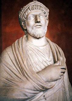 城里的居民不仅仅是高卢人,还有很多罗马人,康斯坦丁的侄子尤利安最喜爱这座城市,他甚至在这里称帝,并于公元360年将吕戴斯改名为:巴黎!