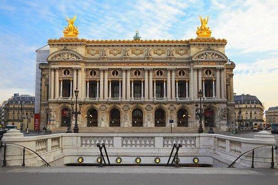 此次丈量的终点是巴黎歌剧院。巴黎歌剧院是一座第二帝国的杰出建筑。透过开阔的视野可以看到,这里集中了典型的奥斯曼的大街、广场、楼房。