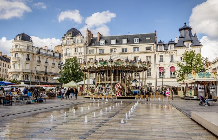 巴黎(Paris) -- 奥尔良(Orleans)-- 耶弗尔城(Yevre la Ville)-- 巴黎(Paris)