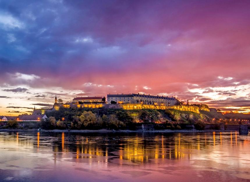 巴黎-贝尔格莱德(Belgrade)-诺维萨德(Novi Sad)
