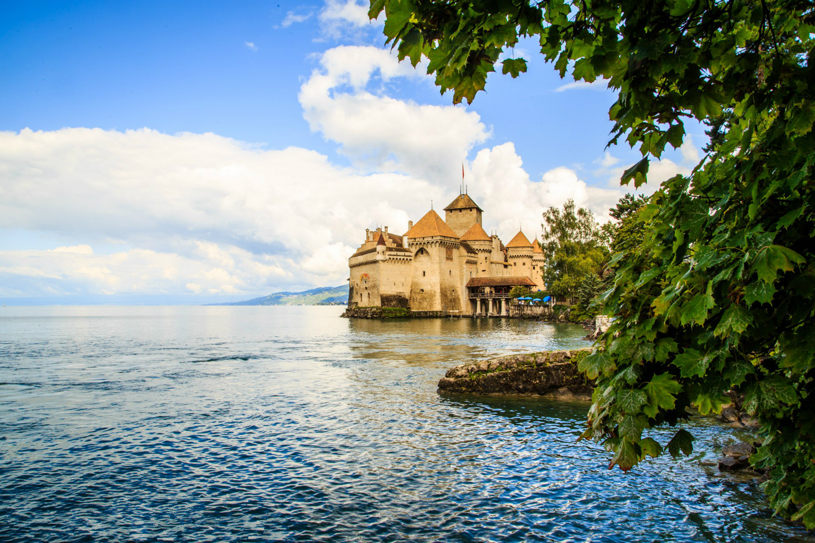 Annemasse - 洛桑(Lausanne) - 西庸城堡(chateau de chillon)- 伯恩(Berne)- 因特拉肯(Interlaken)