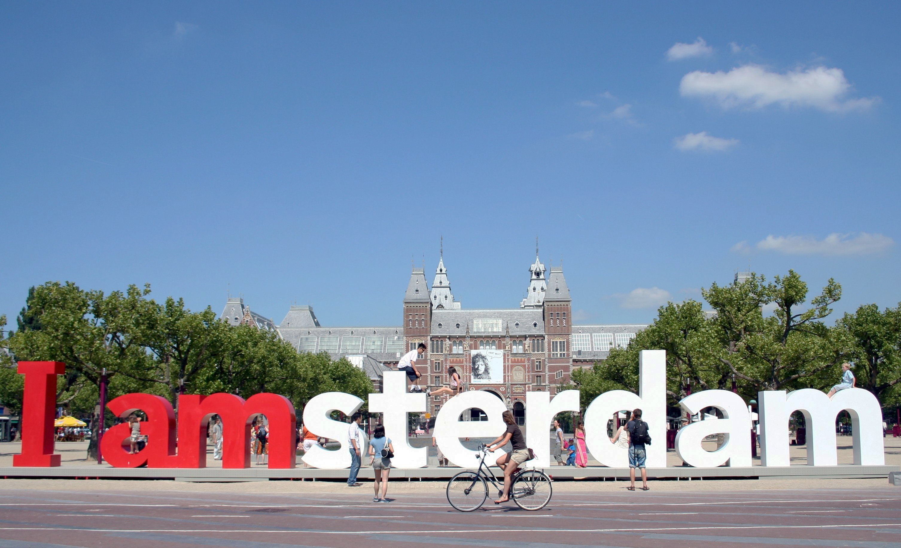 布鲁塞尔(Brussels) – 海牙(Den Haag)(或库肯霍夫花园(Keukenhof Garden) – 北海渔村(Volendam)