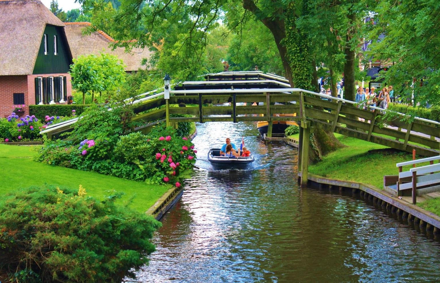 阿姆斯特丹(Amsterdam)-羊角村(Giethoorn)