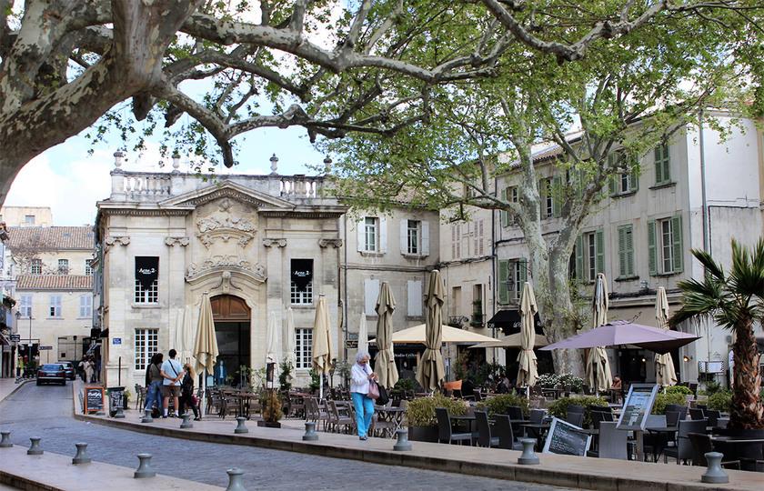阿维尼翁(Avignon)-- 泉水小镇(Fontaine de Vaucluse) – 石头城(Gordes)