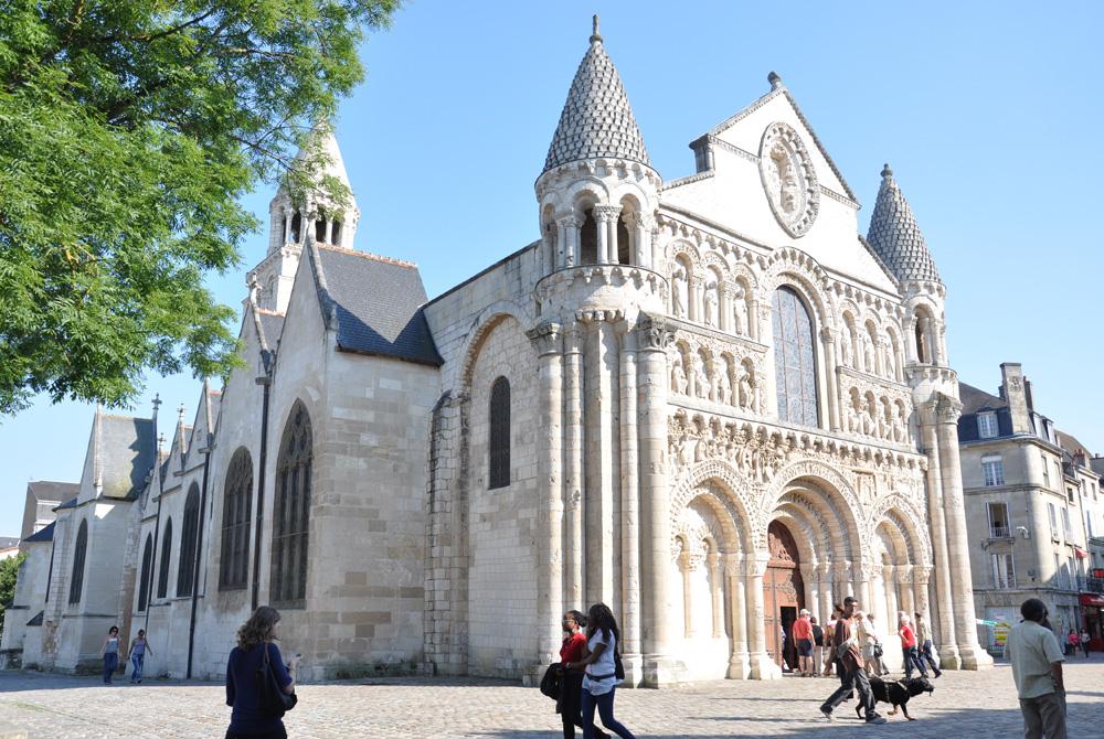贡克村(Conques)- 普瓦提耶(Poitiers)