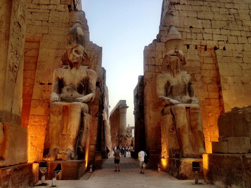 埃德福(Edfu)-卢克索(Luxor) (早,午,晚餐)
