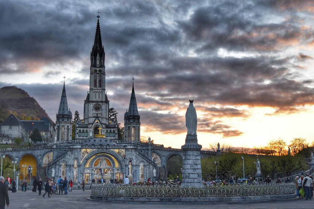 卢尔德(Lourdes)-比亚里茨(Biarritz)