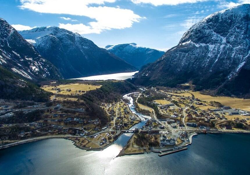 沃斯(Voss)-卑尔根(Bergen)-努尔黑姆松(Norheimsund)-埃德菲尤尔(Eidfjord)-耶卢(Geilo)